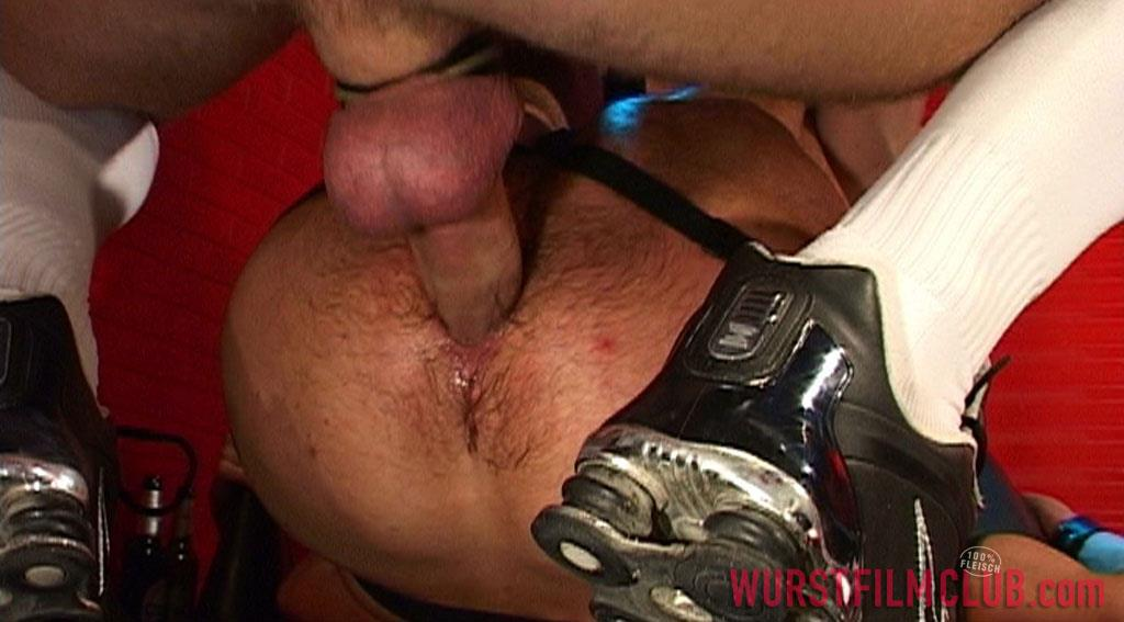 Wurst-Film-Club-Rod-Painter-and-Peto-Coast-and-Thomaas-and-Slotmachine-Big-Uncut-Cocks-At-German-Sex-Club-Amateur-Gay-Porn-14 Taking Big Bareback Uncut Cocks At A German Sex Club